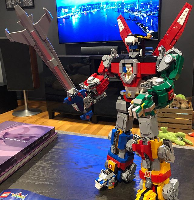 ...AAAAAAAND done. Five days, four MCU movies, and one Beyonce Homecoming later. #lego #voltron