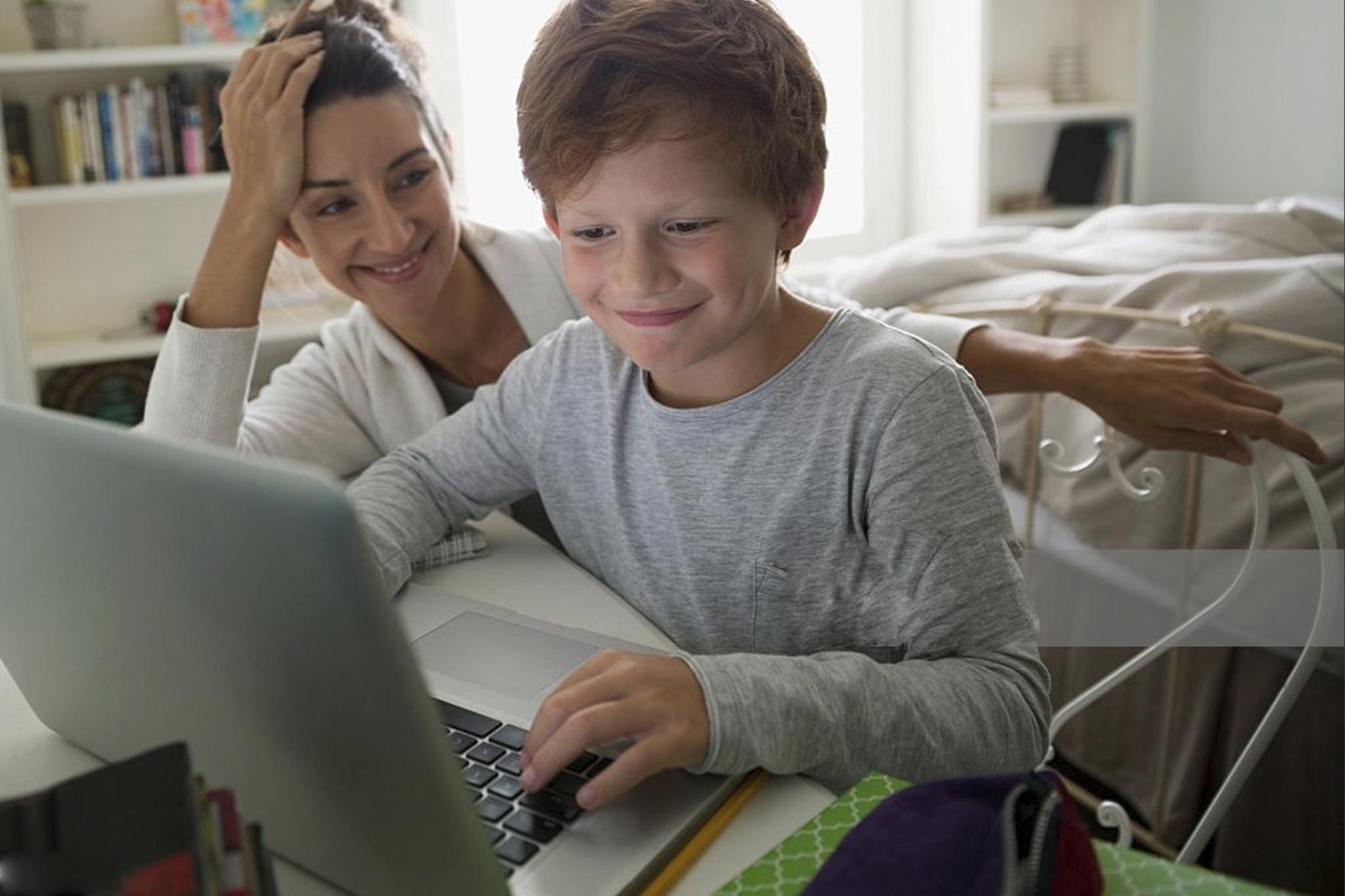 KINDER, JUGENDSCHUTZ & TECHNIK - Kinder sollten an Technik herangeführt werden. Allerdings nicht zu früh und wenn, dann durch die Eltern beaufsichtigt und begleitet. Wir vermitteln Eltern ein Bewusstsein für die Gefahren von Smartphone, Tablets und Computern, die ohne eine Kindersicherung zu einem gefährlichen Einfallstor für Körper, Geist und Seele werden können. Wir richten einen umfassenden Jugendschutz ein, den Eltern bequem selbst verwalten.