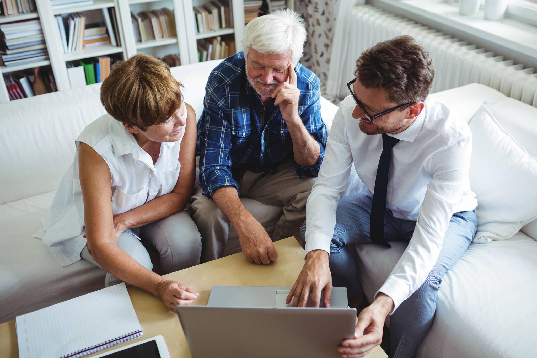TECHNIKBERATUNG & SCHULUNG - Sie planen z.B. den Kauf eines neuen Laptops? Wir helfen Ihnen zu klären welches und beraten Sie, ob es nicht gar eine bessere Lösung gibt. Da wir unabhängig und provisionsfrei arbeiten, suchen wir in dieser Kaufberatung den Markt kritisch aber konstruktiv unter Berücksichtigung Ihres Budgets ab. Dabei finden wir für Sie das Gerät, das am besten zu Ihnen passt. Auf Wunsch richten wir Ihren Computer ein und stehen immer an Ihrer Seite mit weitreichender Hilfestellung in Software & Programmen, Druckeranschluss, Internetzugang, Reparaturen, WLAN & Netzwerk und mehr!