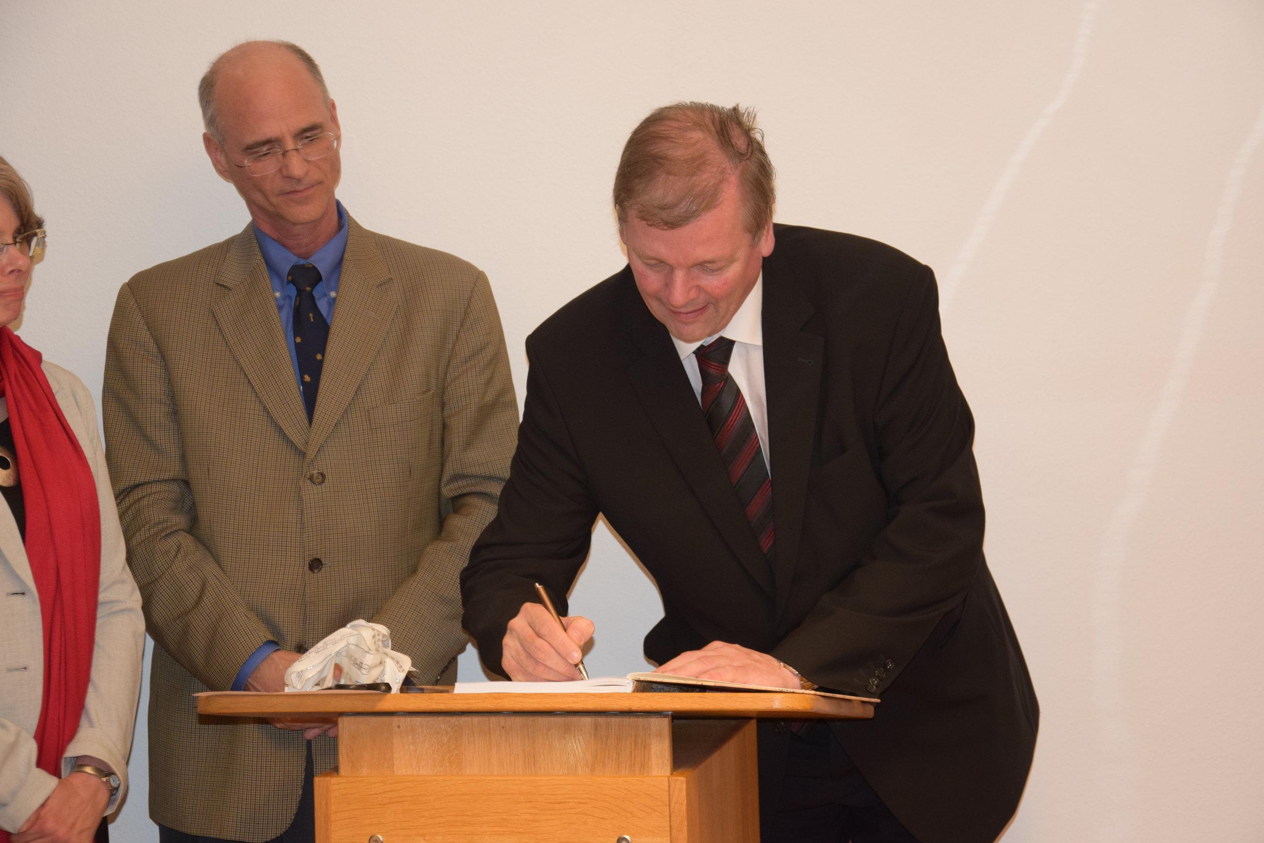 Prof. Kampmann signing the Guest Book.JPG