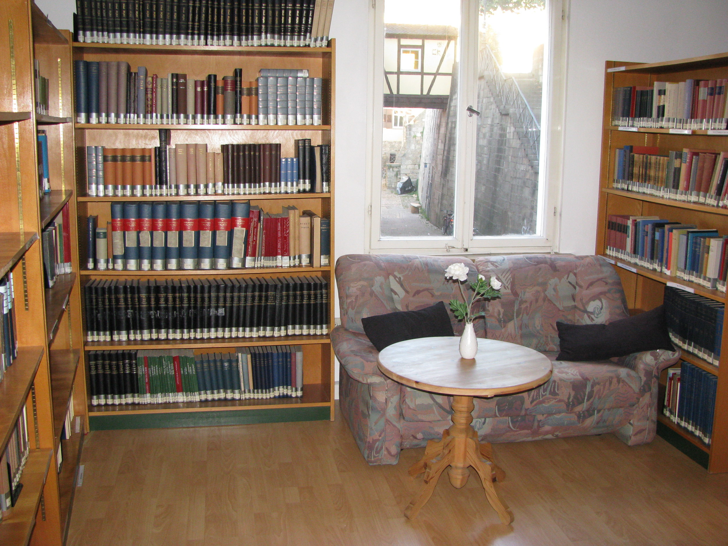 Stuckenbruck library 1.JPG