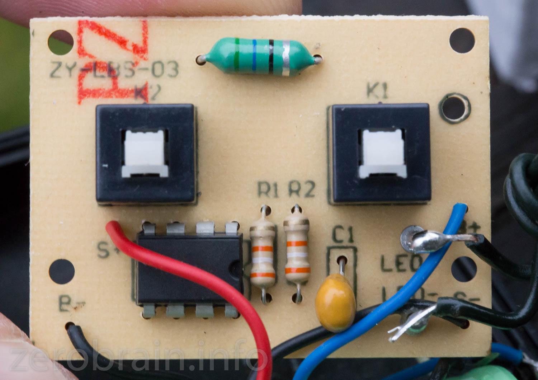 Drucktaster kennzeichnen die linke Variante