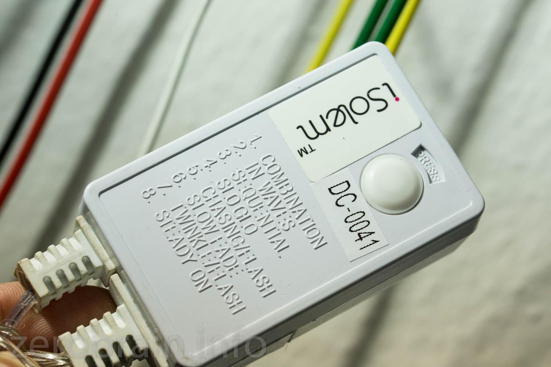 Verschiedene Blinkmodi lassen sich durch den weissen Taster umschalten.