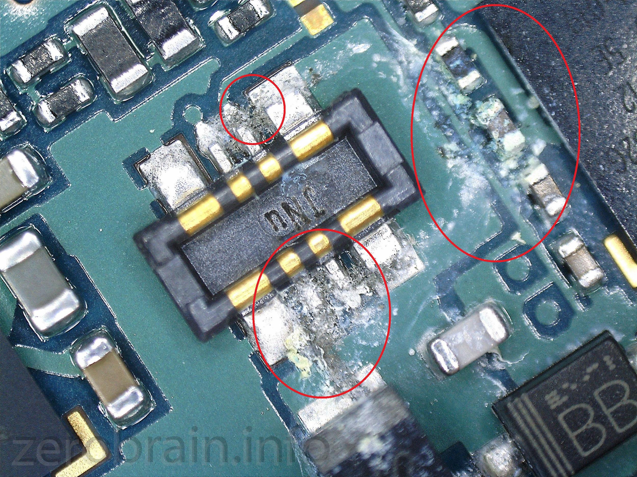 Samsung Galaxy S6 Edge mit Wasserschaden am Akkustecker