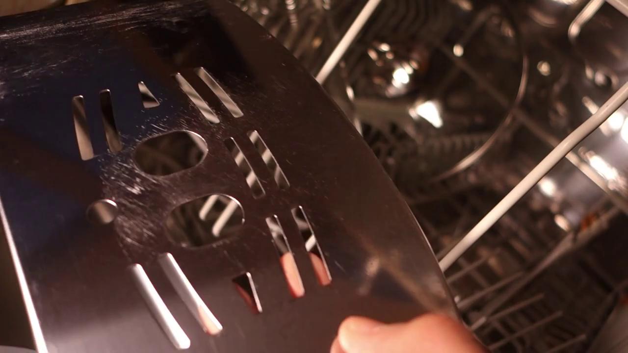Die Zitrönensäure hat die Stahlplatte wieder sauber gekriegt (keine Kalkflecken mehr)