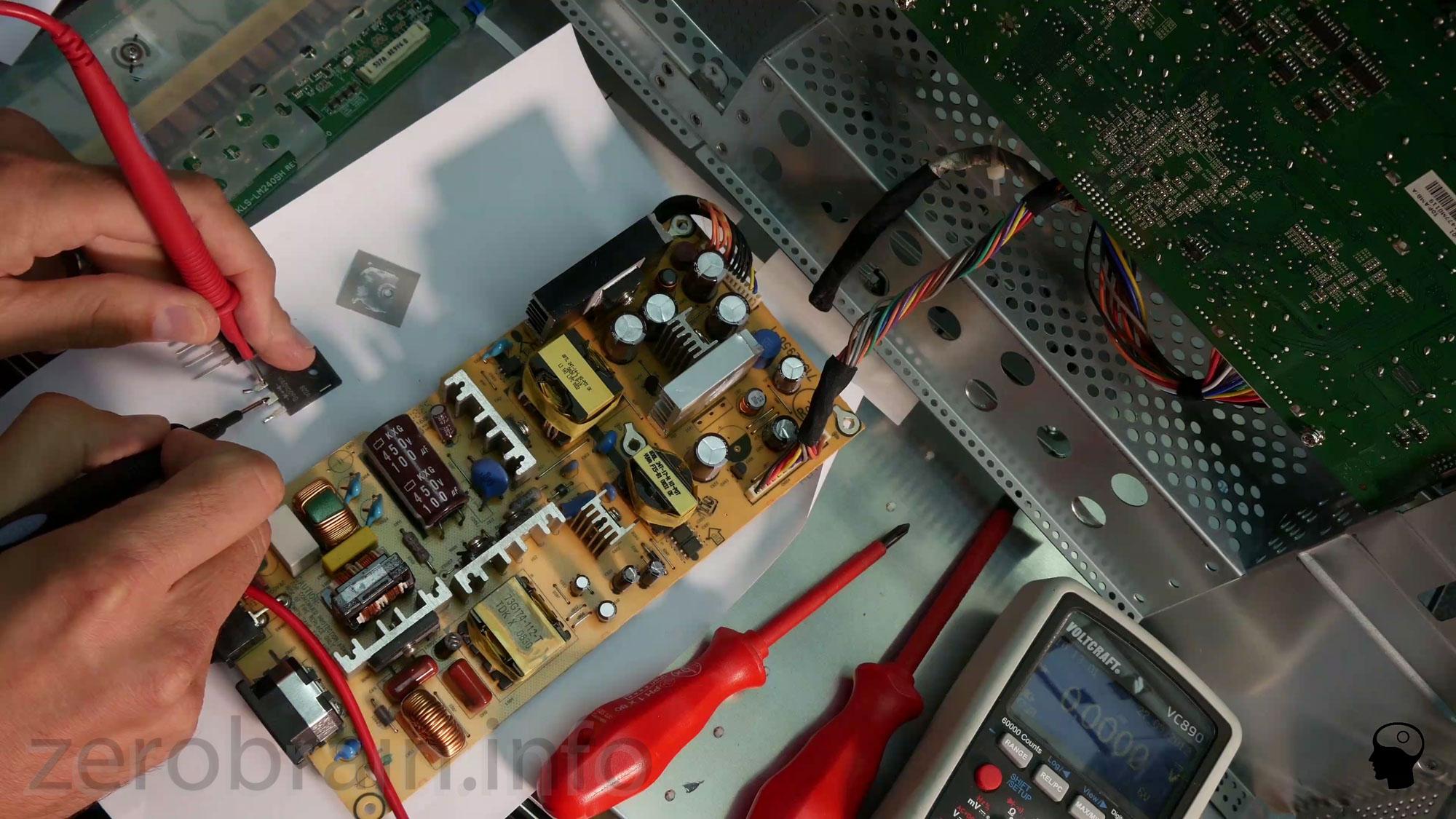 HP LP2475w - Das Schaltnetzteil von innen.