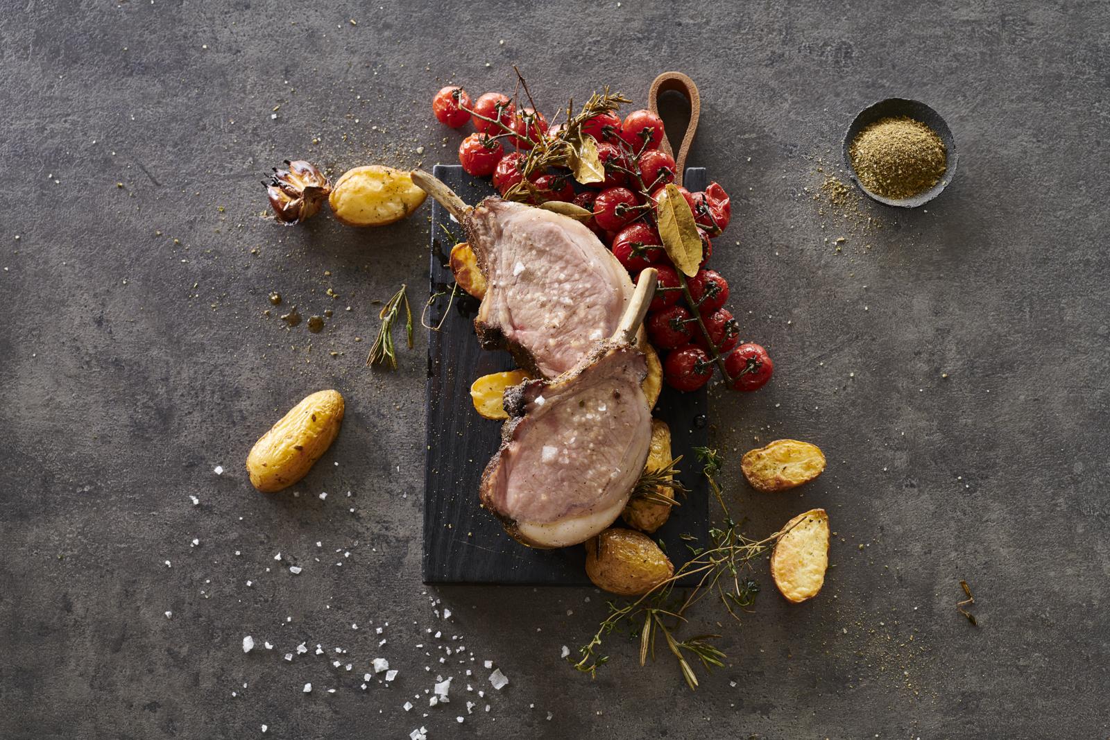 Stern-Altes-Gewuerzamt-Mangaliza-Kotelett-zubereitet-ohneBesteck.jpg