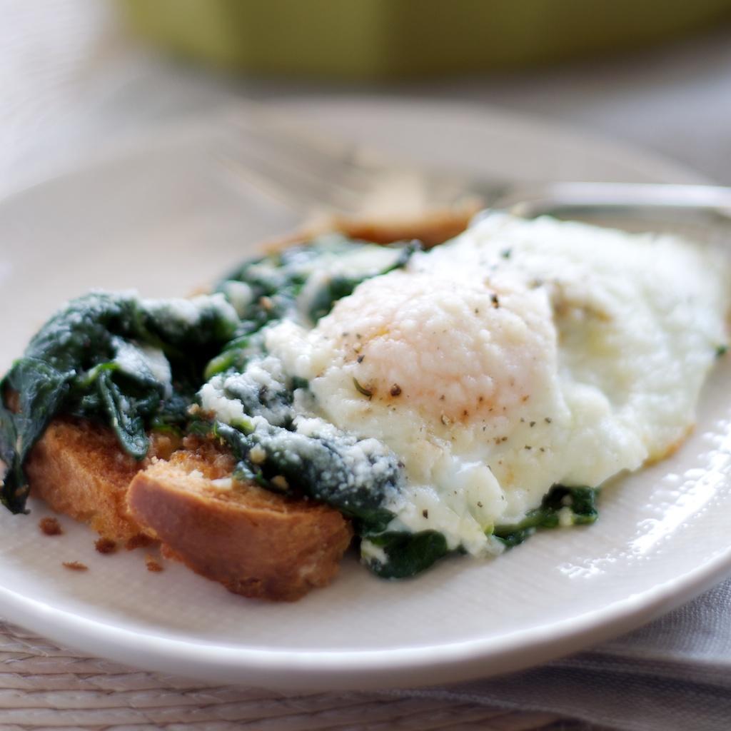 baked_eggs_spinach2.jpg