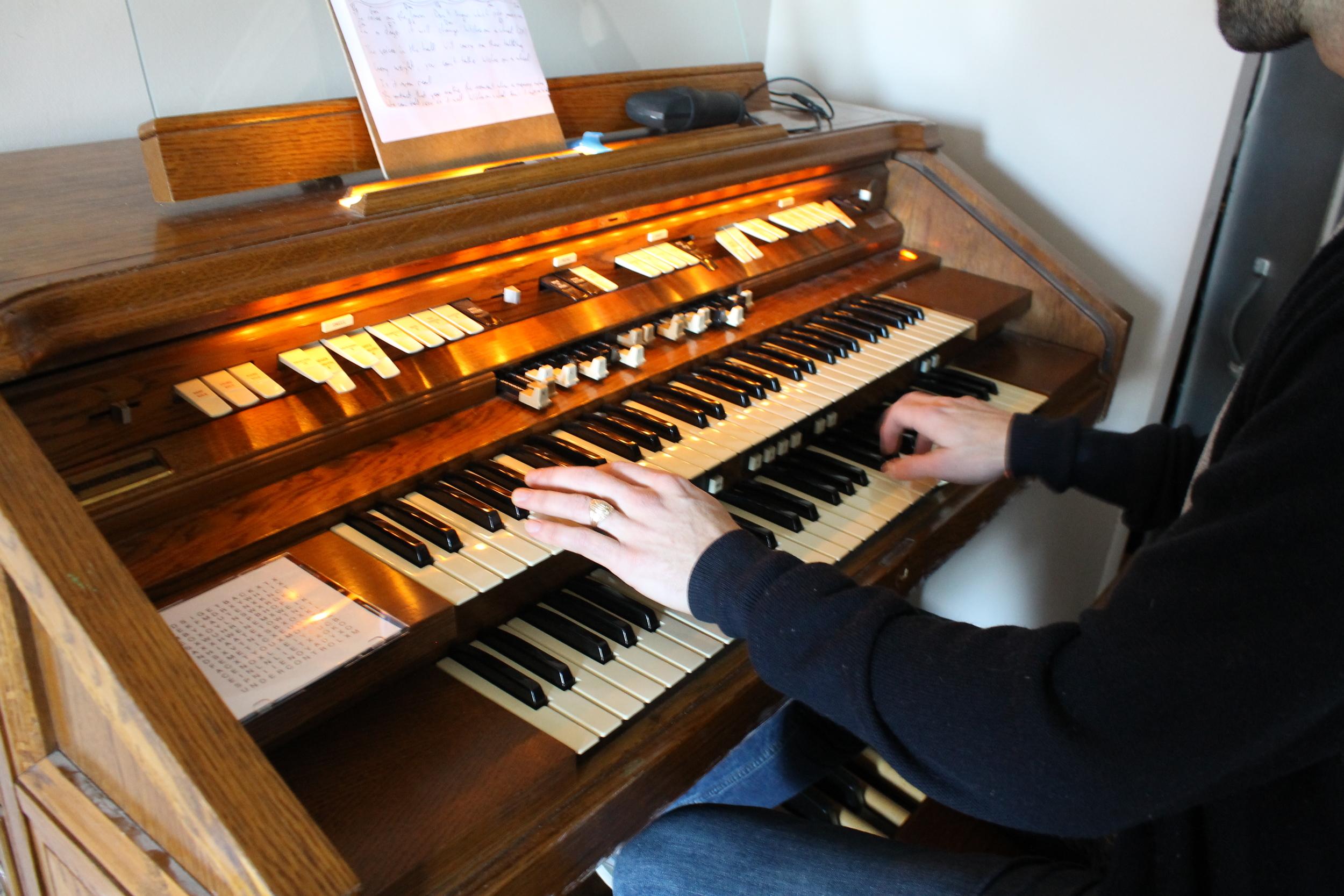Ben Elkins' organ photo byJakob Lewis