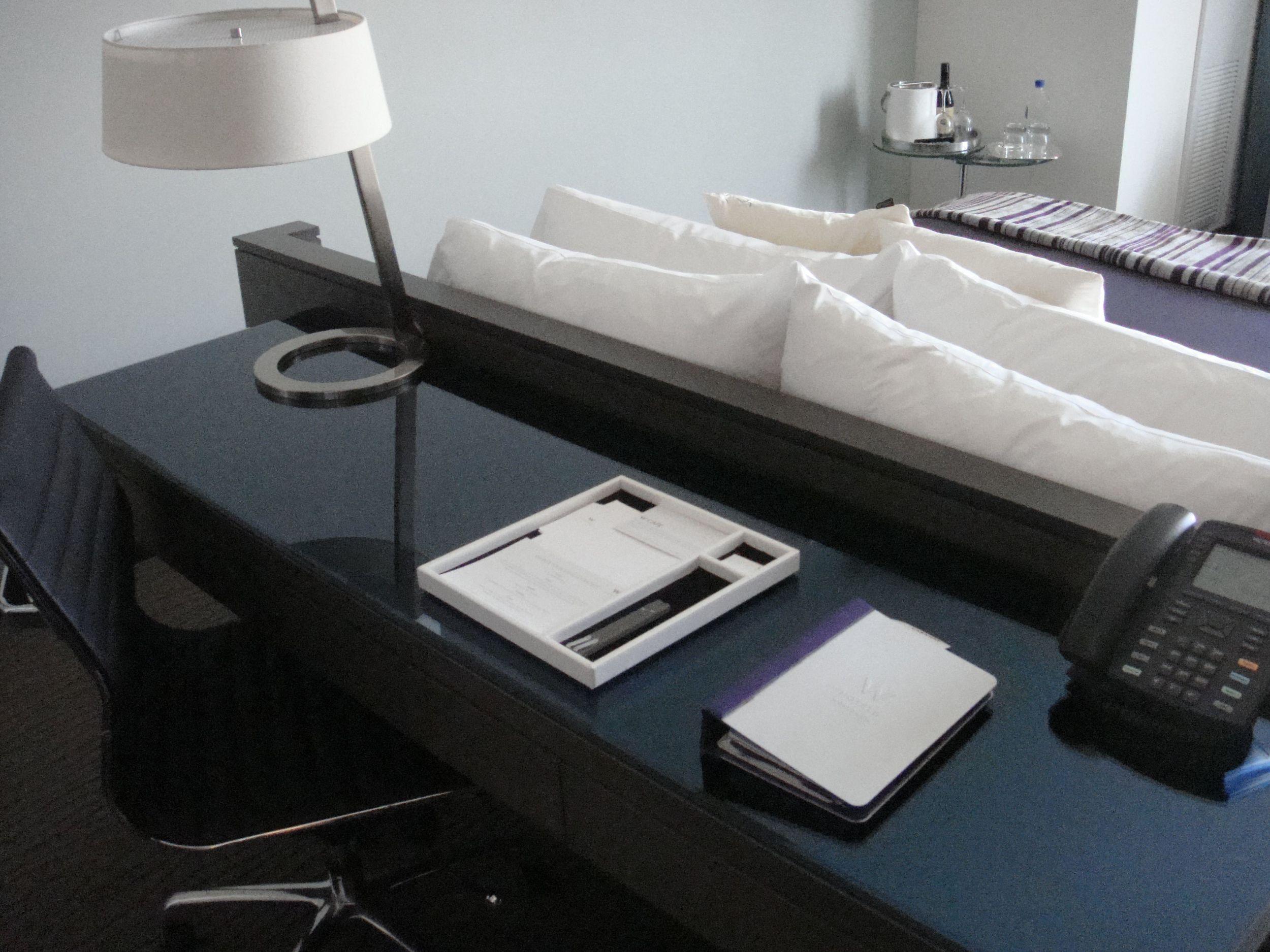w-scottsdale - guestroom desk detail