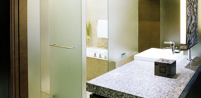 hyatt on the bund - guestroom bathroom