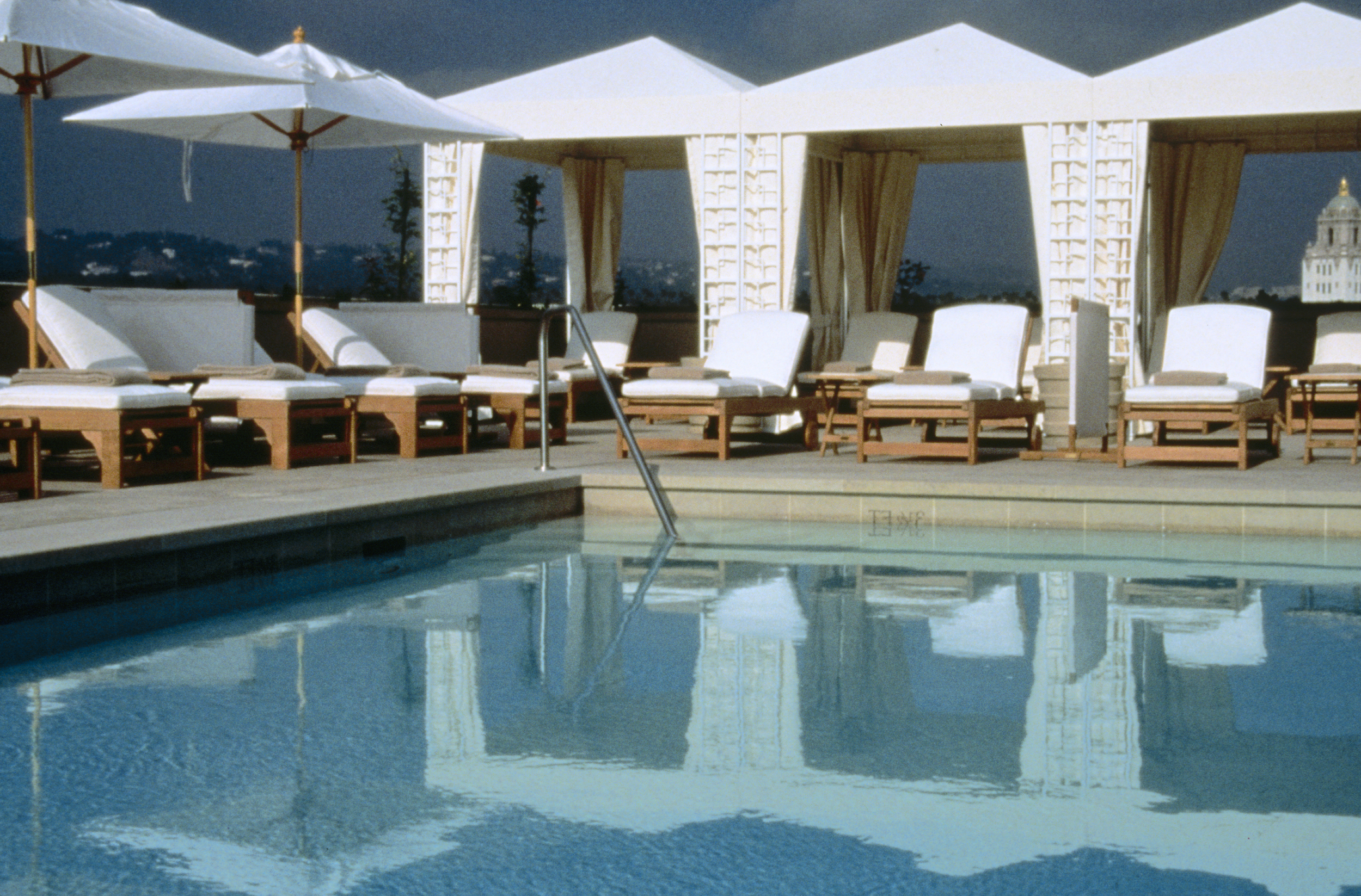 l'ermitage beverly hills - roof top pool deck