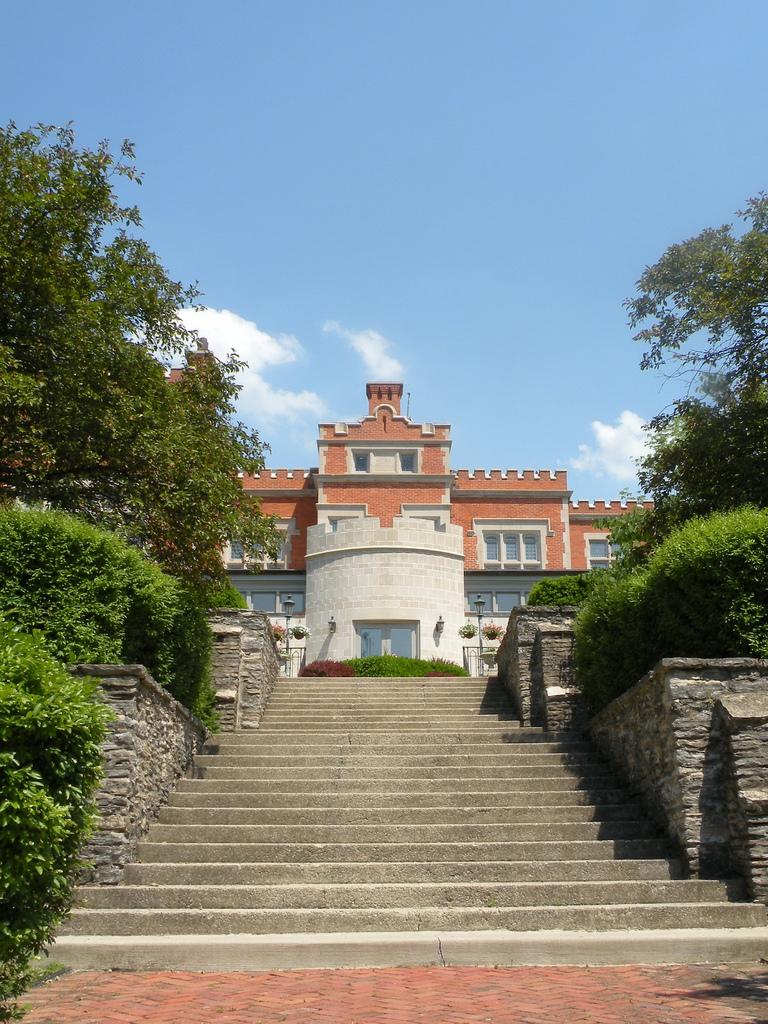 jefferey mansion summertime.jpg