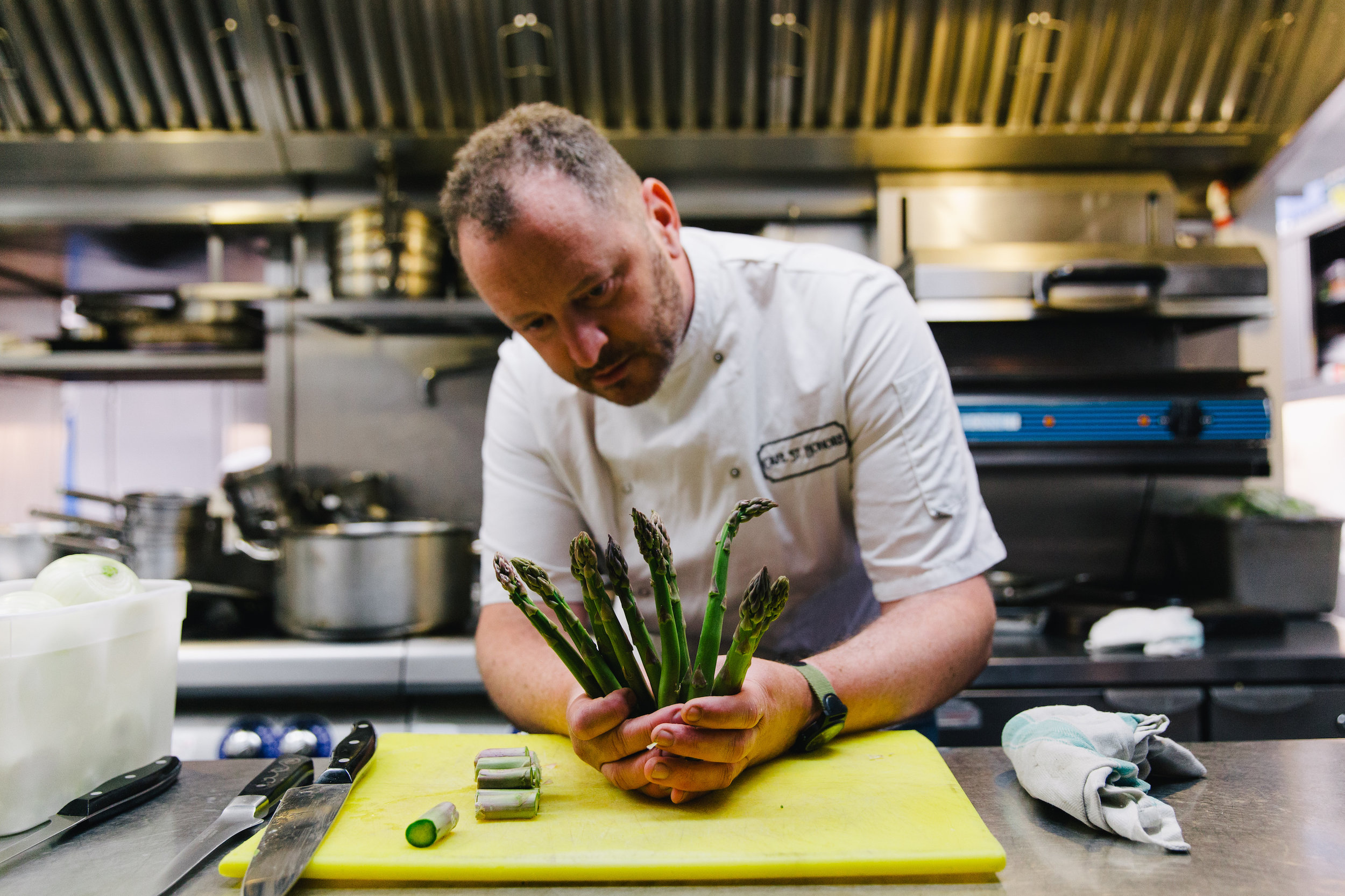 Neil Forbes holding Asparagus St Honore  Scotland Organic Served Here award holder - Credit AndrewPerry copy.jpg