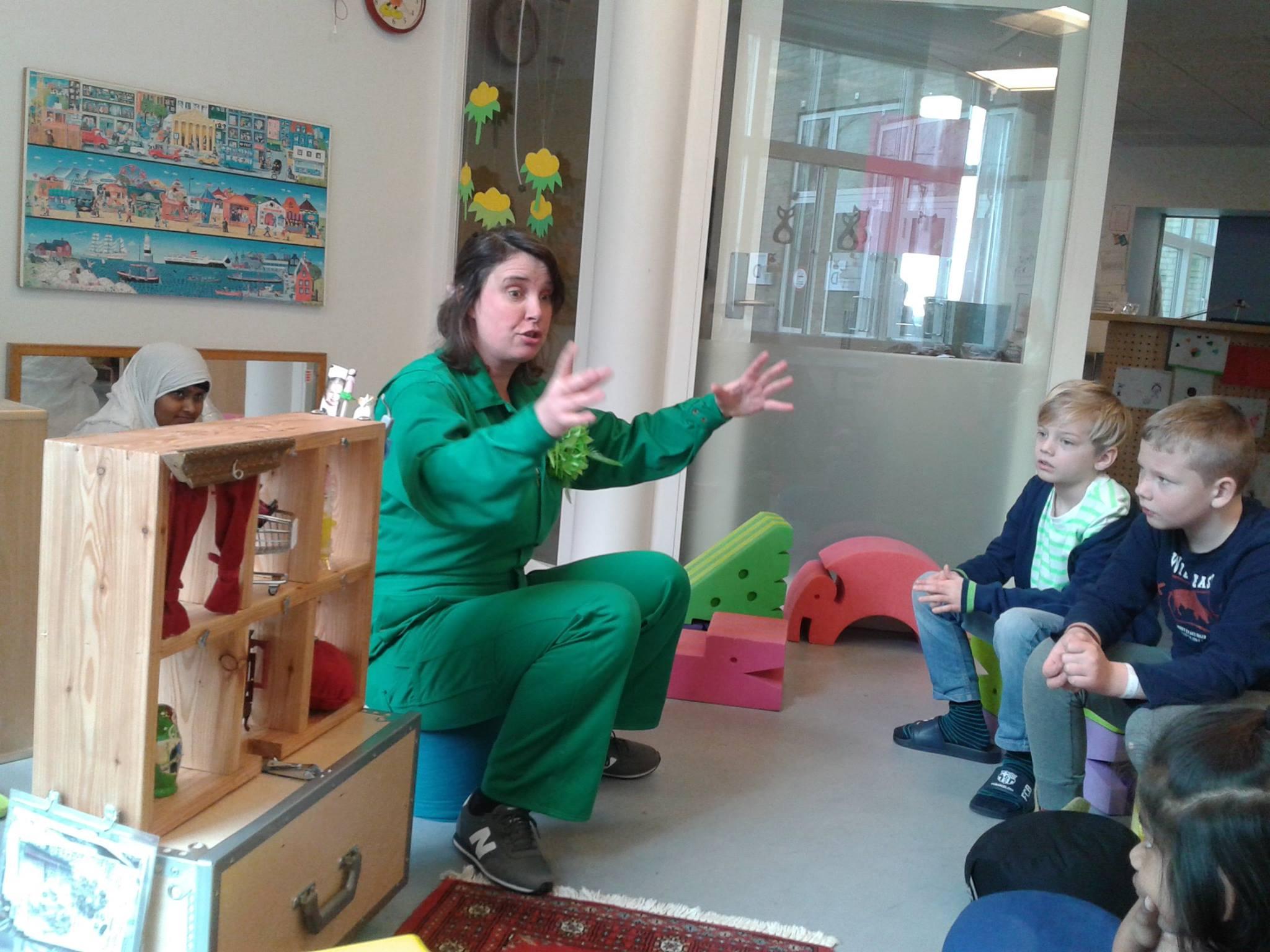 Katja's Fortælleshow - Fortællefiguren Katja har turneret på de danske sygehuse, børnepsykiatriske afdelinger og i daginstitutioner med billedkunst og fortælleshow 2011-2014