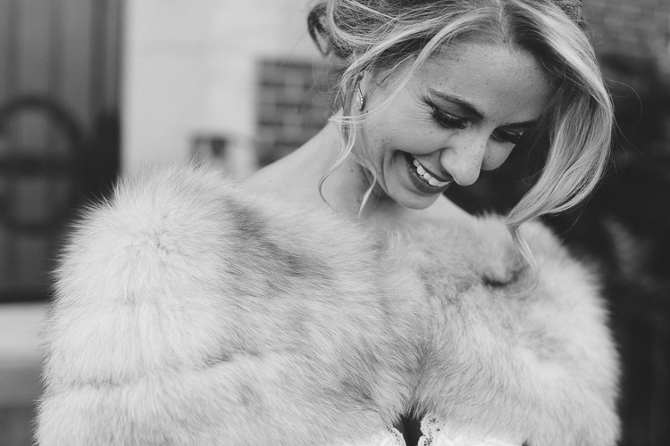 stunning winter bridal portraits with fur wrap