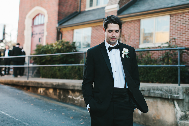 natural groom portraits