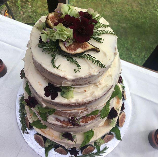 You guys, I made a wedding cake. #theperosas