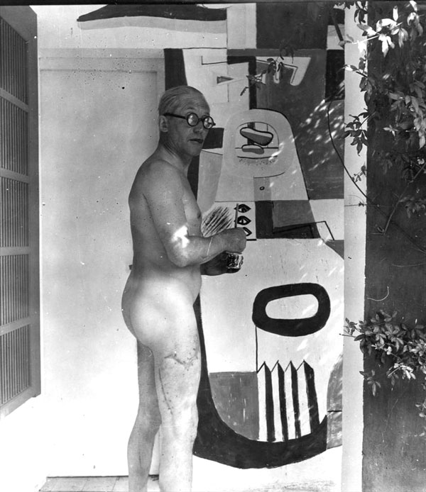 Le Corbusier in casual dress for painting a famous mural, vandalizing Eileen Gray's work.