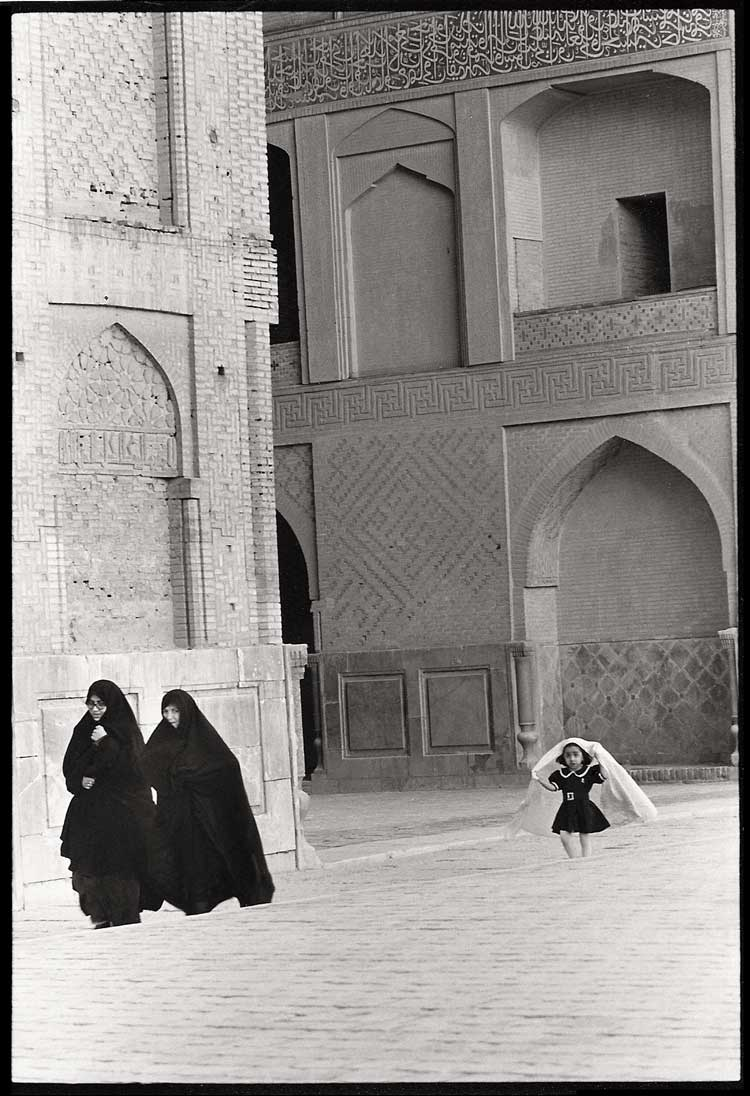 Girl-Running-Isfahan-2000.jpg