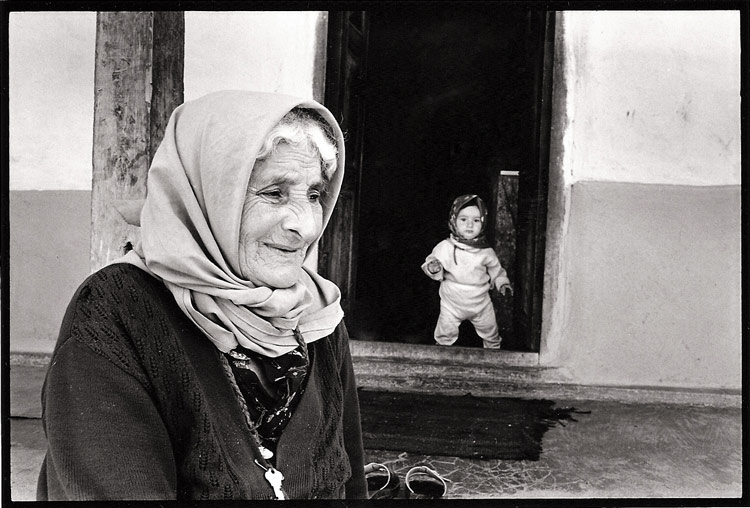 Grandma-&-Child-Iran-2000.jpg