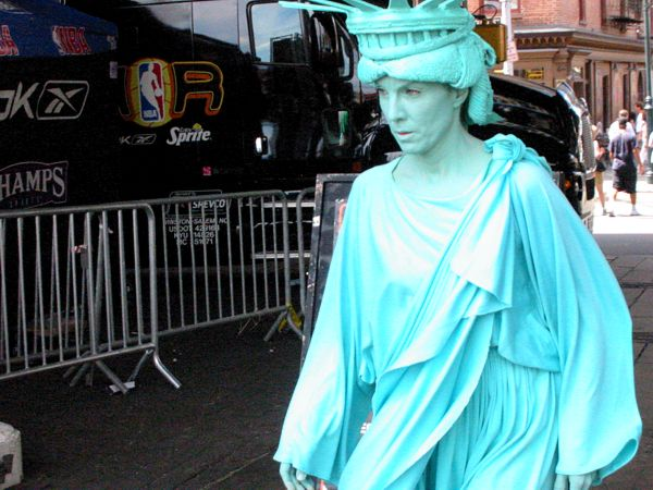 Monument: A Walking Icon | South Street Seaport, New York City