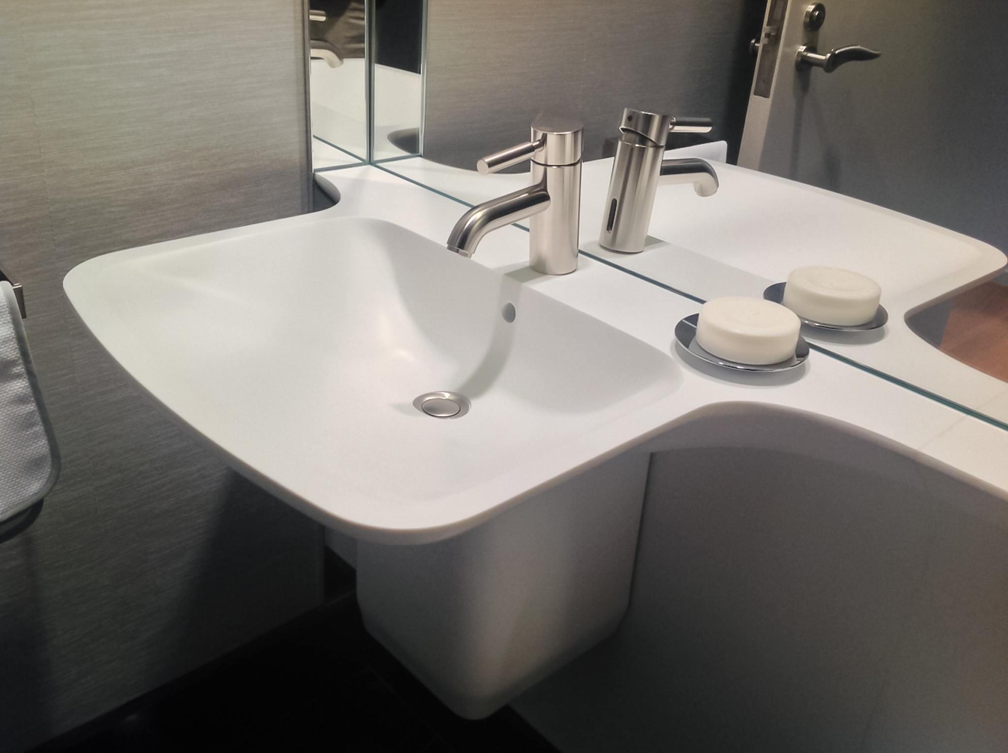 Sterling_Surfaces_Thermoformed_Corian_Sink-2.jpg