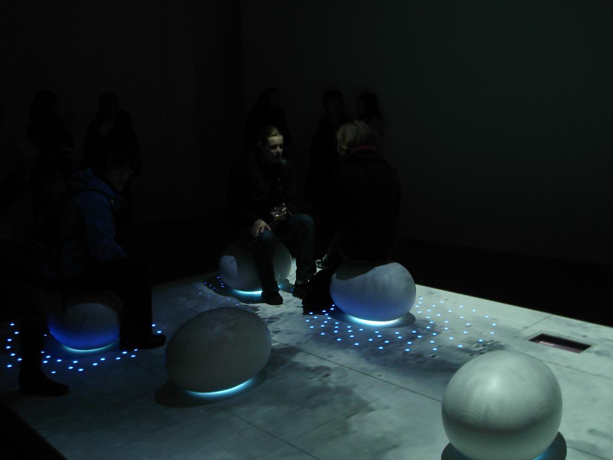 Lightshowers_Corian_Illumination_Sterling_Surfaces-13.jpg