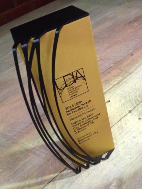 udia custom trophies awards