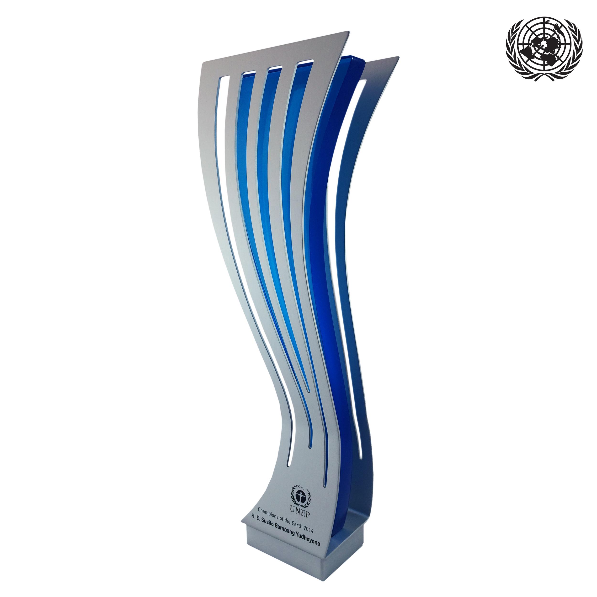 united nations custom trophy glass