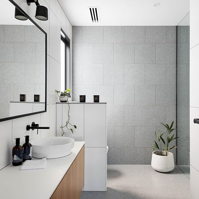 Crisp and clean bathroom from the latest residential project of ours.  Photo: @jelliscraiginnernorth  #archdaily #architecture #melbourne #melbourneinteriors #melbournearchitecture #interiordesign #interiors #bathroomdesign #bathroom