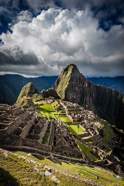 Scenic overview of Machu Picchu, Peru  ©  R. Ian Lloyd / Masterfile