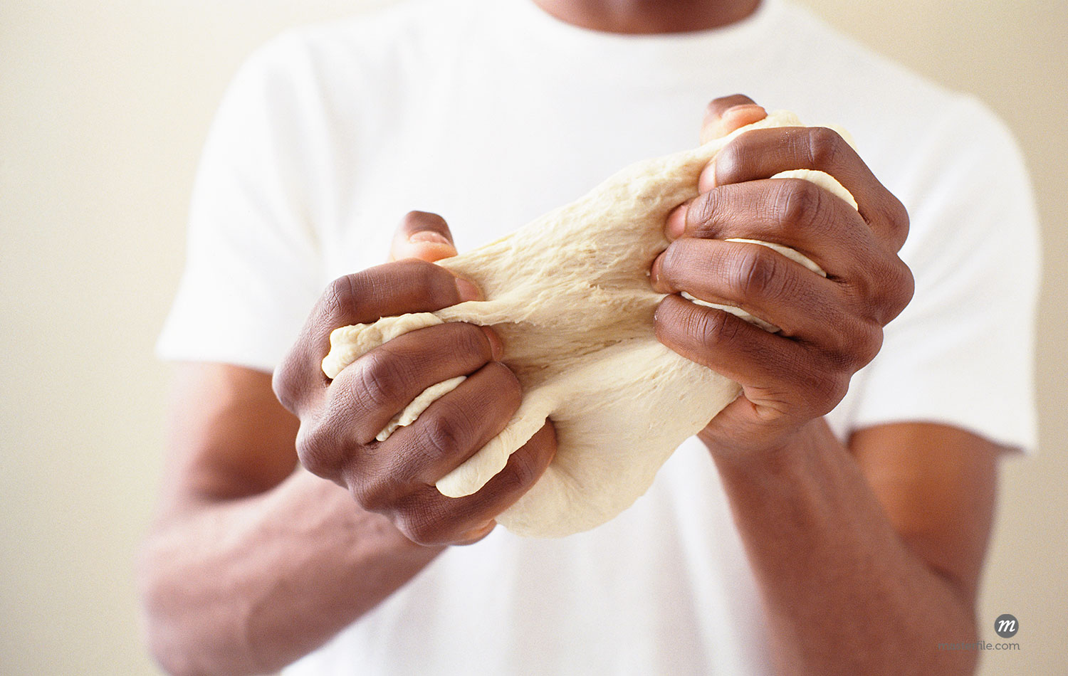Close-up of hands kneading dough  ©  Michael Alberstat / Masterfile