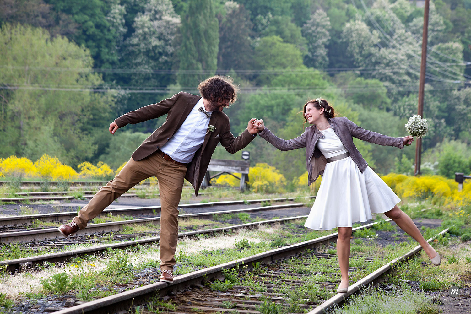 Bridal and groom balancing on train tracks  ©  Westend61 / Masterfile
