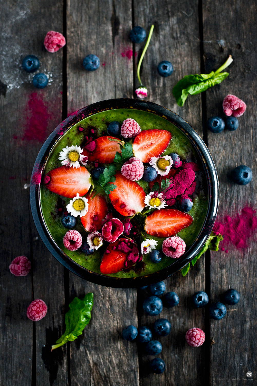 Green smoothie bowl with fresh fruits  © Masterfile
