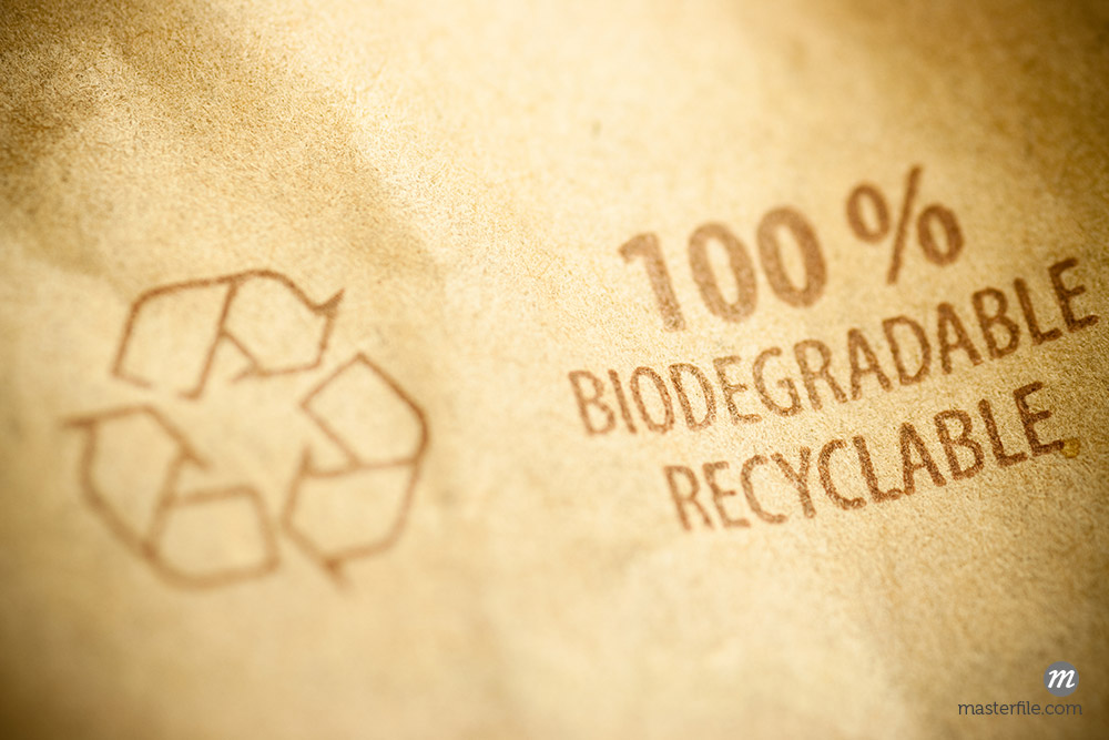 Recycling pictogram on a brown recycled paper bag © olivier26 / Masterfile