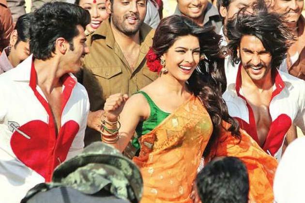 Priyanka-Ranveer-Arjun on the sets of <i>Gunday</i>