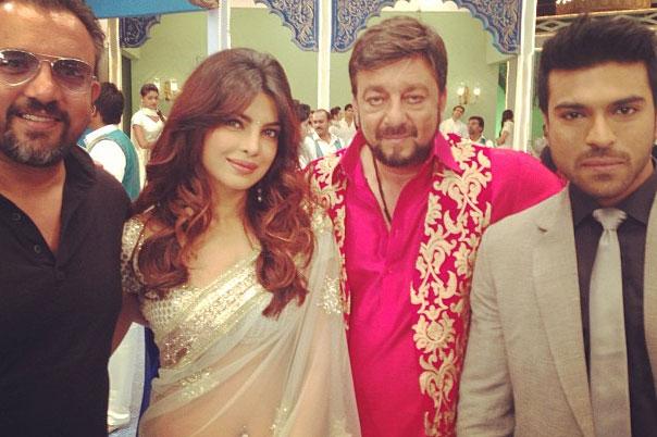Priyanka-Sanjay-Ram-Charan and director Lakhia on the sets of  Zanjeer  (click to enlarge)