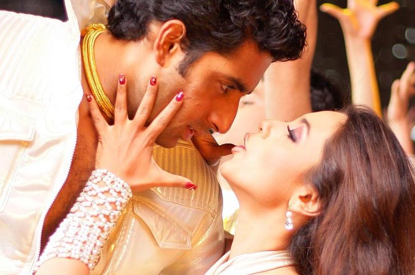 Rani-Abhishek in <i>Bunty Aur Babli</i> (2005)