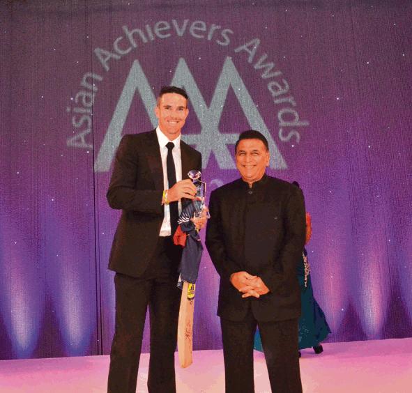 Keven Pietersen and Sunil Gavaskar at theAsian Achievers Awards 2012