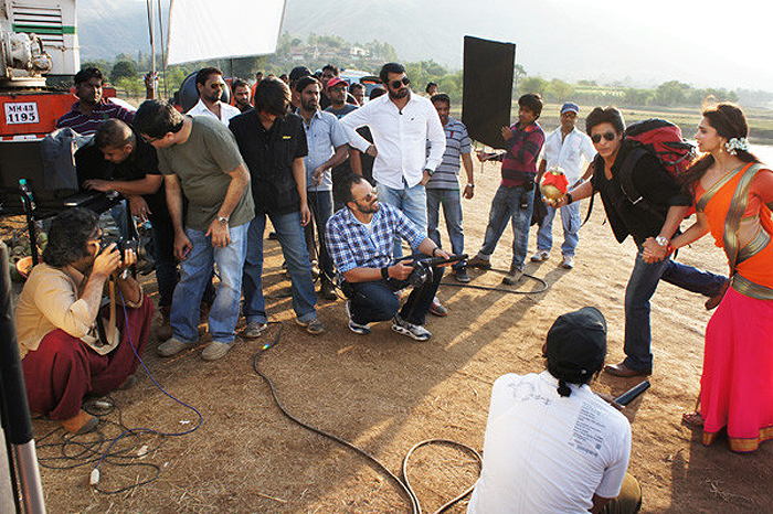 SRK-Deepika on the sets of  Chennai Express