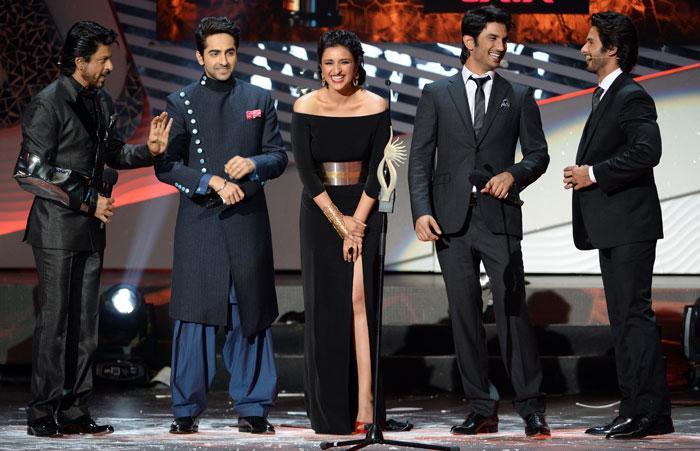 SRK-Ayushman-Parineeti-Sushant-Shahid share a joke on stage at IIFA 2013