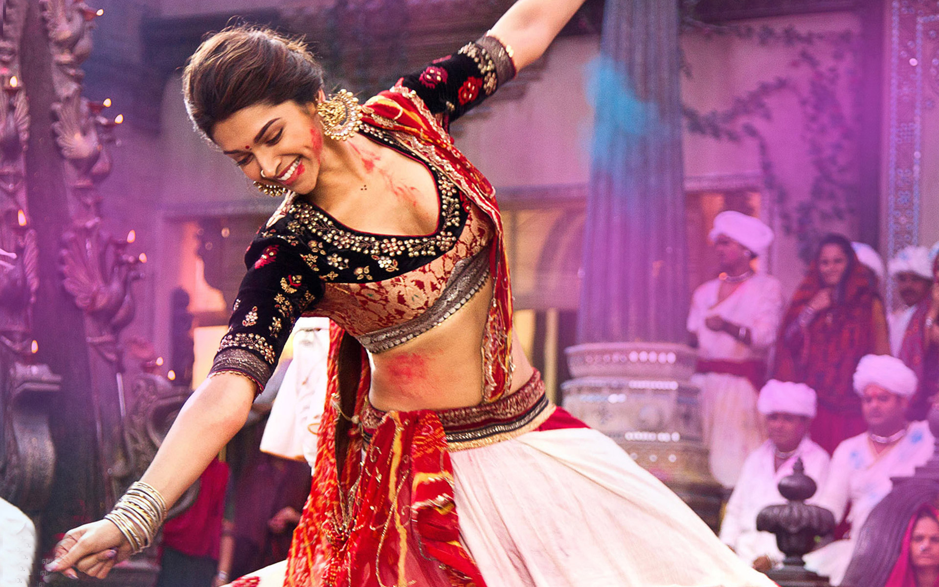 Deepika looking heavenly in  Ram-leela
