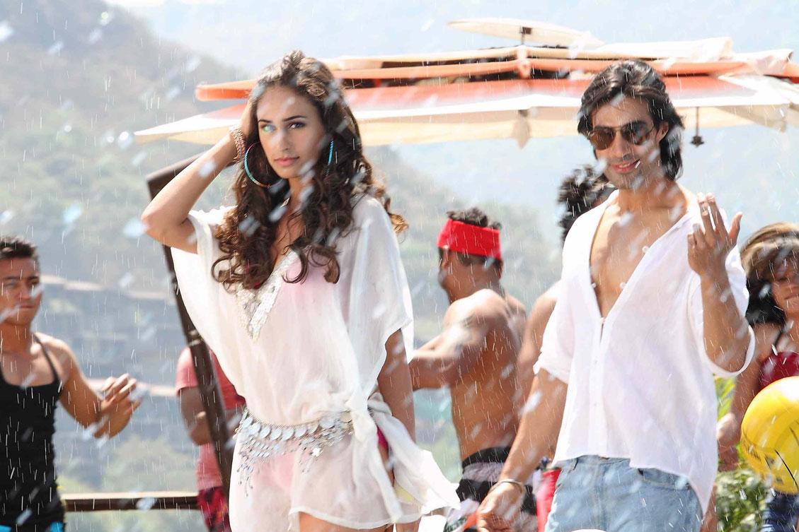 Shiv Darshan and Hasleen in  Karle Pyaar Karle