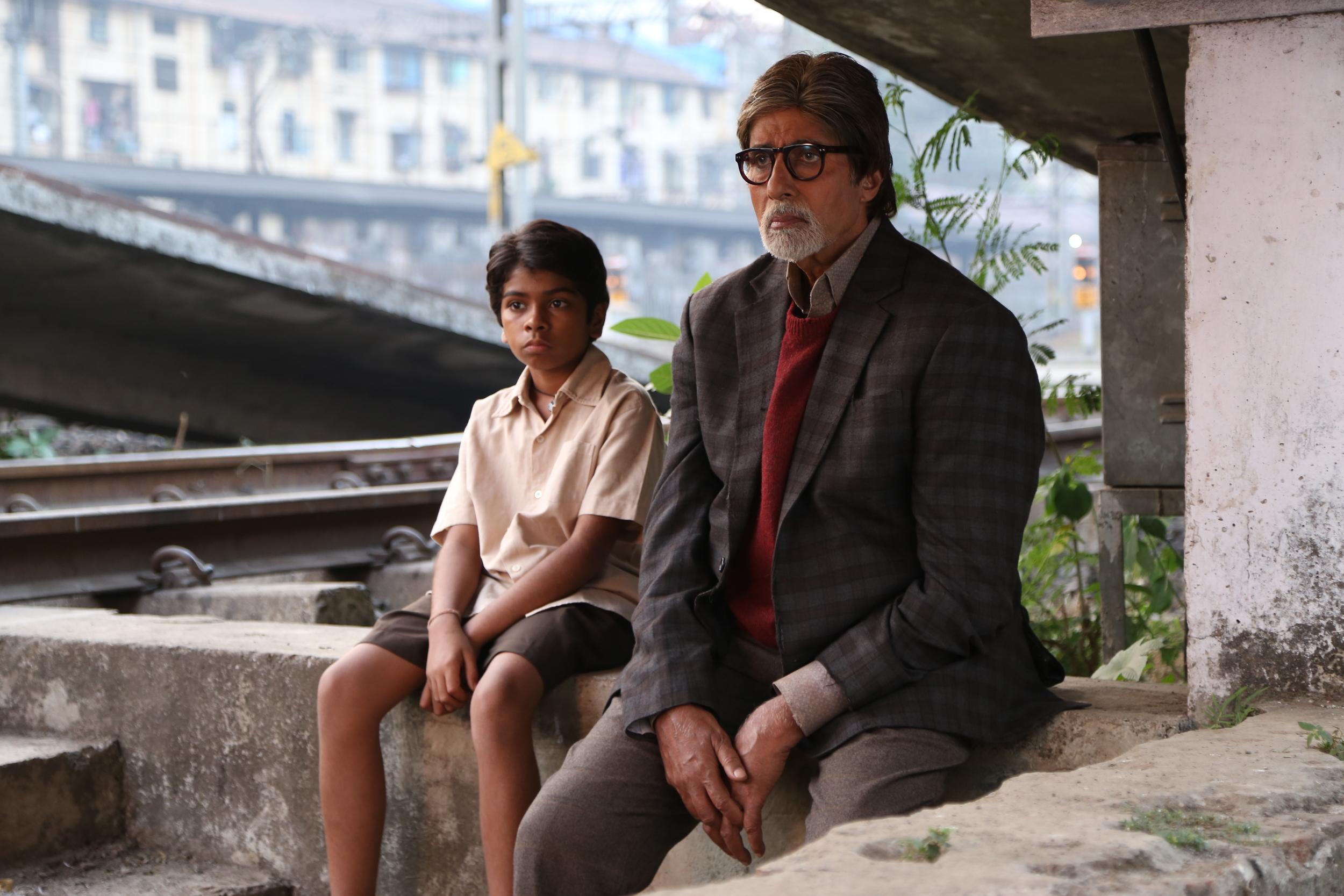 Amitabh Bachchan andParth Bhalerao in  Bhoothnath Returns
