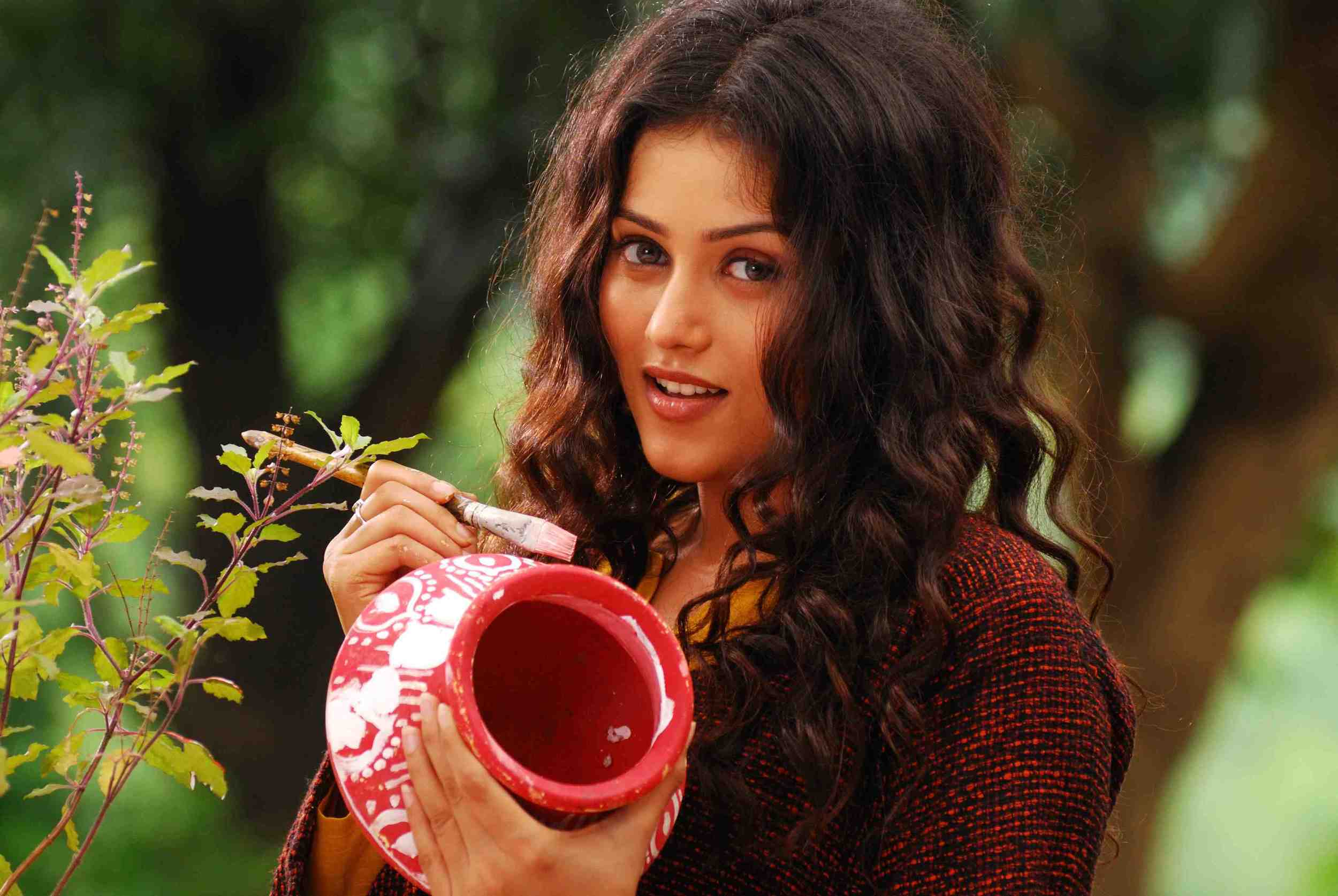 Mishti makes her debut in  Kaanchi