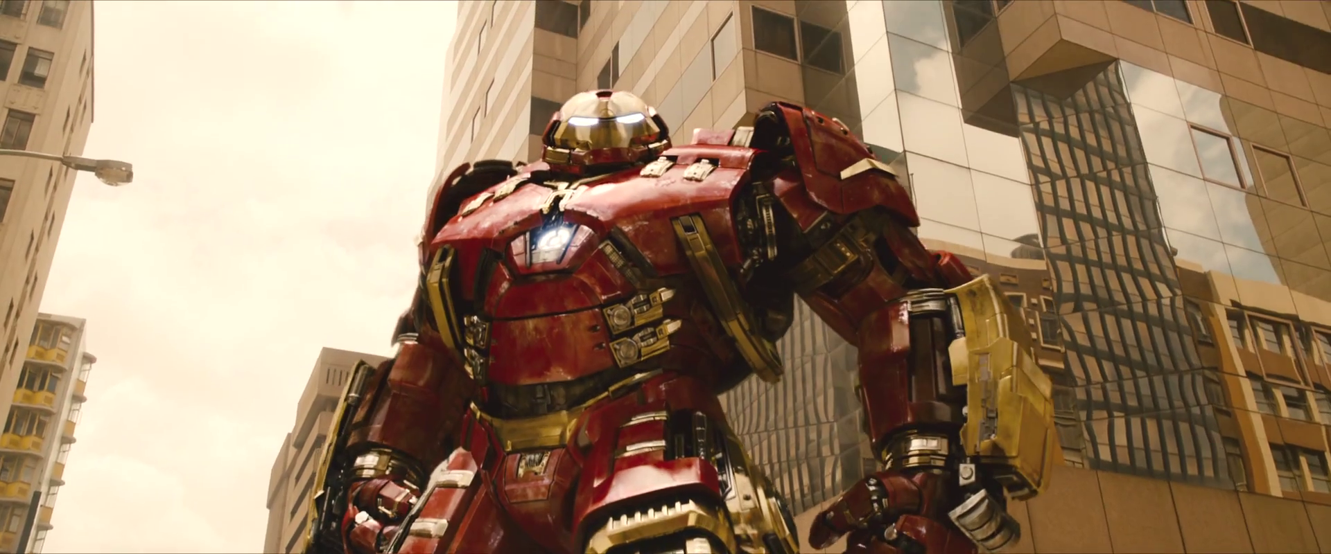 avengers-age-of-ultron-trailer-screengrab-16-hulkbuster-2.png