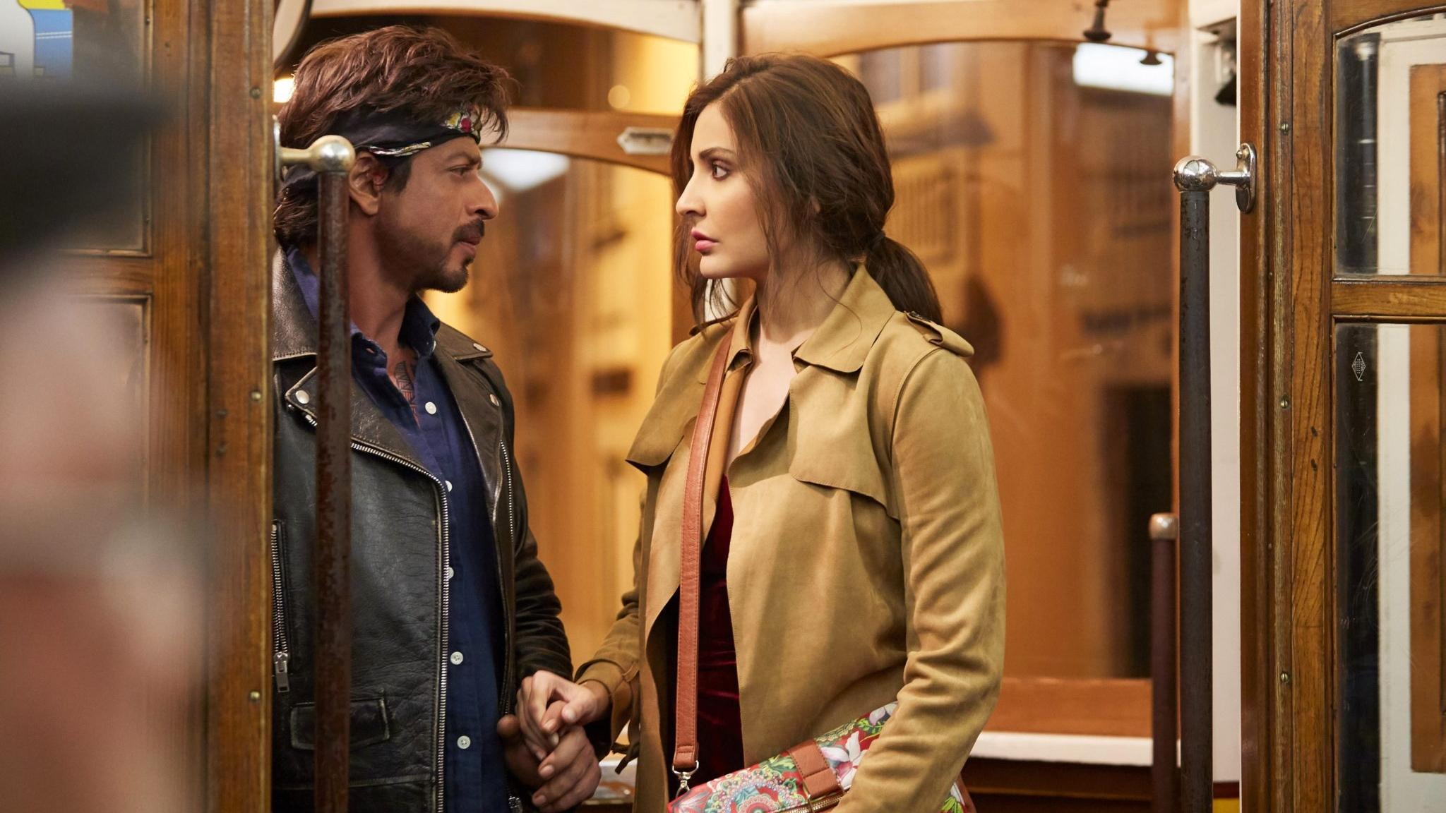 SRK-Anushka-Jab-Harry-Met-Sejal-4K-5K.jpg