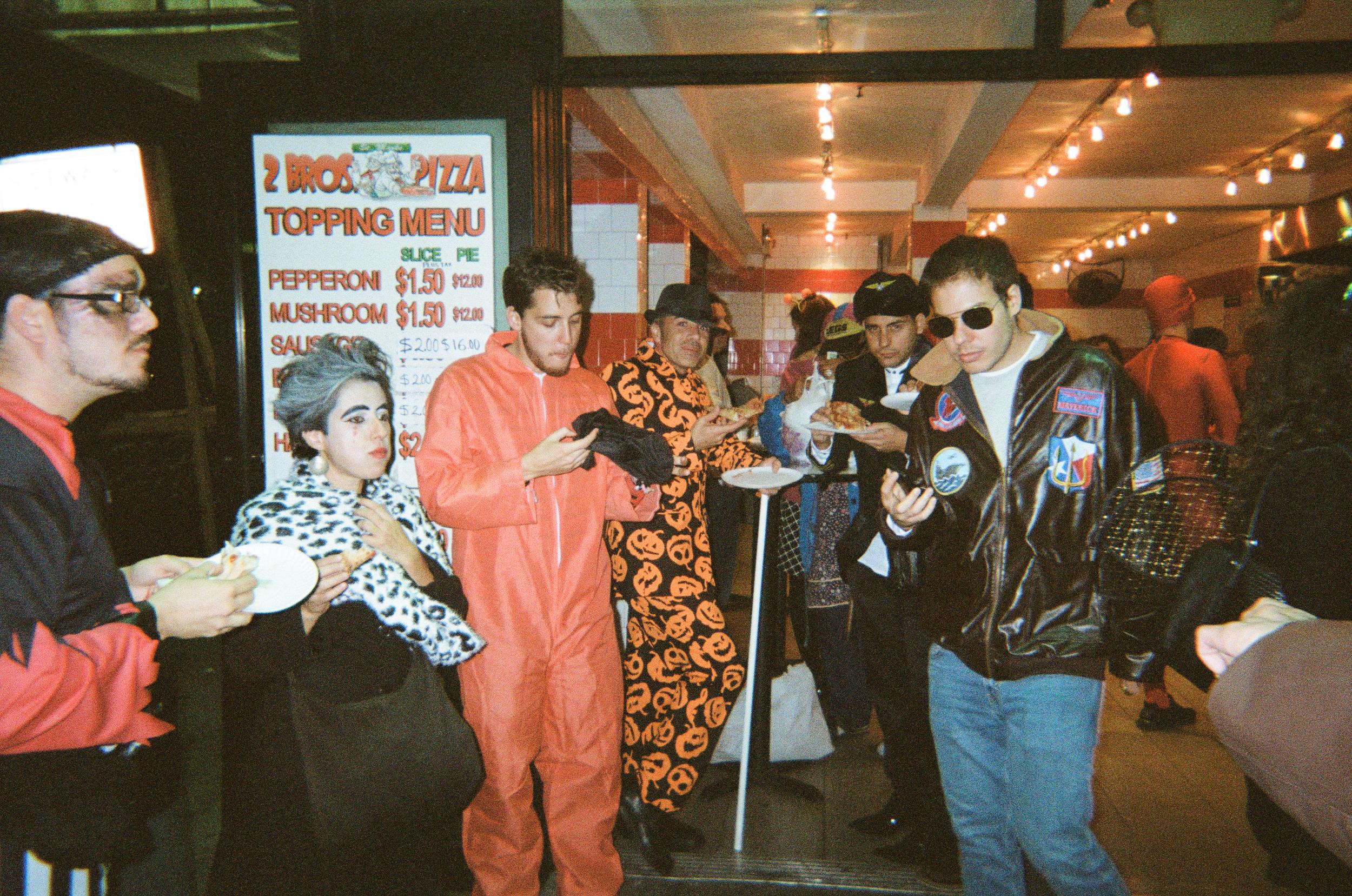 pizza_halloween_newyork_manhatten_grenwich_2_bros_lauren_ashmore