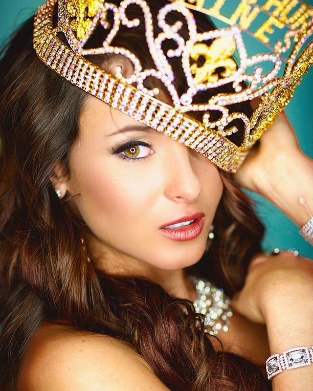 Old school #pageantheadshots with @amberndomingue #crown #beauty #missusa #missuniverse #fashion #glam #jasprophoto #jasproductions